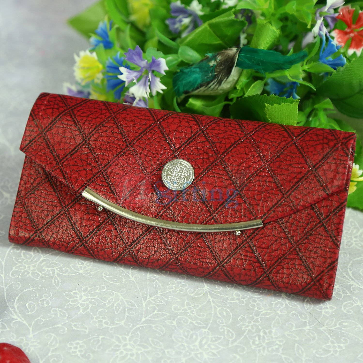 Fancy and Designer Linner Clutches for Her