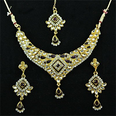 Golden Polished Fashion Jewellery Set with Kundan Meena