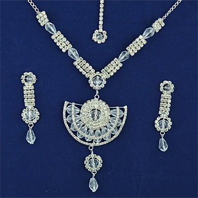 Beautiful White Metalic Diamond Neclace Set Jewelry