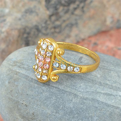 Beautiful Golden Diamond Ring for Gift to Dear Ones